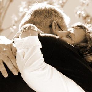9 motivi per cui un abbraccio fa bene a chi lo dà e a chi lo riceve