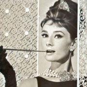 Chi vuole il trench di Audrey Hepburn?