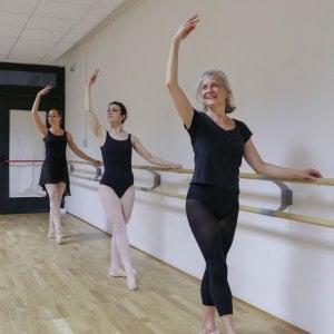 anna 57 anni ballerina