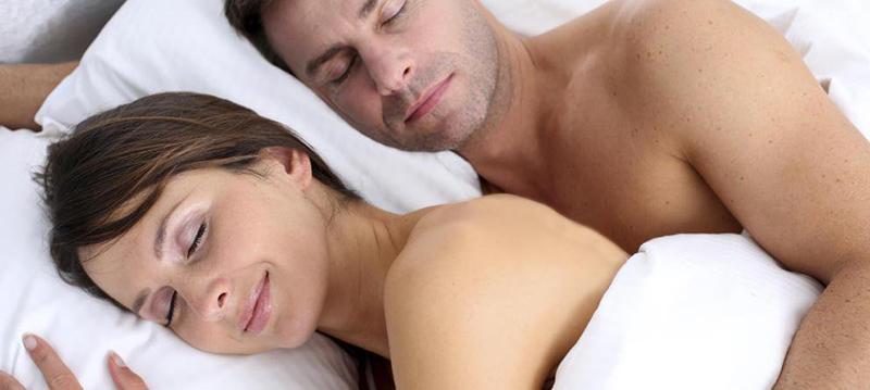 dormire nudi coppia ok