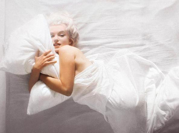 marylin nuda a letto