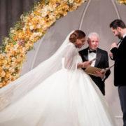 Uno non basta: Serena Williams si è sposata con tre abiti diversi
