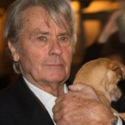 """Alain Delon shock: """"Quando muoio, uccidete il mio cane"""""""