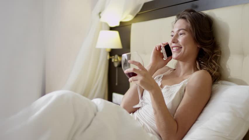 donna letto vino