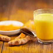 Una tazza di Golden Milk al giorno toglie il medico di torno