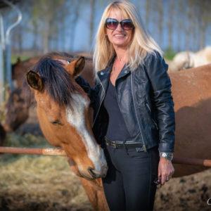 La missione delle donne che sussurrano ai cavalli maltrattati