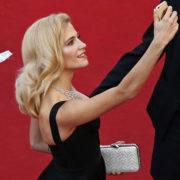 Selfie vietati alle star di Cannes: ne guadagna la salute mentale?