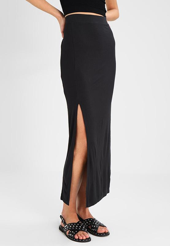 sito affidabile 511c4 327c3 Look 50: romantica, classica o sexy, la gonna lunga è un ...