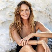 Bella a 52 anni, Elle Macpherson suggerisce la dieta dei 21 giorni