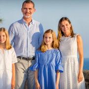 Felipe e Letizia di Spagna con le figlie: la più bella Royal Family?
