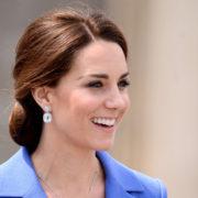 Si rivede Kate, ma viene bocciata per il suo cappottino riciclato