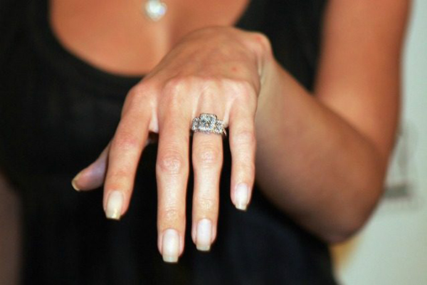 uomo anello-di-fidanzamento-638x425