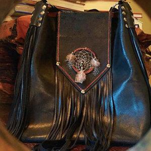 Le borse di Elena: tra cuoio e metallo, rivive il sapore del West