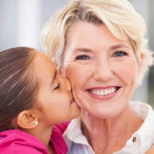 Se la nonna fifty viene scambiata per una mamma. O il contrario