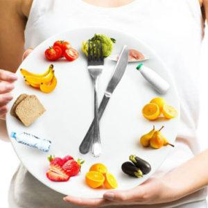 Vuoi perdere peso? Comincia a cambiare l'orario dei tuoi pasti