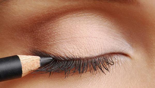 eyeliner iStock_000004459147_Large-750x430