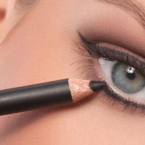 La nuova frontiera del make up: la matita diventa un ombretto