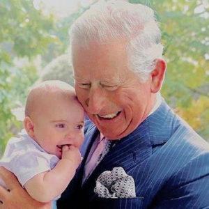 Carlo come non s'era mai visto: guardate com'è tenero con Louis