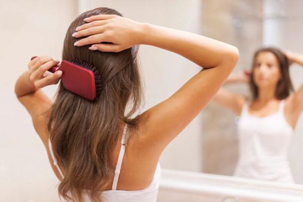 capelli secchi pettinare