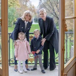 Jacques e Gabriella di Monaco conquistano... nonna Brigitte