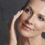 Come prevenire i 5 inconvenienti estetici causati dalla menopausa