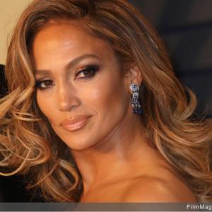 Jennifer Lopez compie 50 anni e regala un consiglio alle coetanee