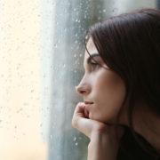 In autunno ti senti malinconica e depressa? Ecco i cibi per reagire