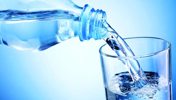 dieta-depressione-acqua-minerale