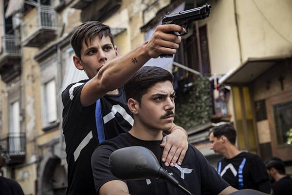 """La paranza dei bambini"""", dove il boss della mafia è un minorenne -  Signoresidiventa.com"""