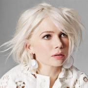 Torna una tinta perfetta per le fifty: ecco il Nordic white blonde