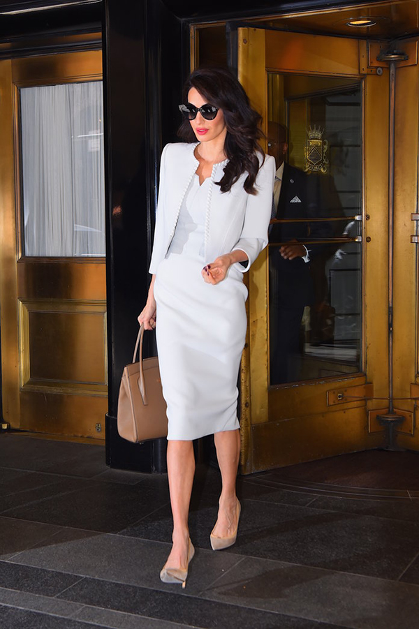 Amal look total white 2