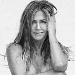A 50 anni, Jennifer Aniston non ha paura di mostrarsi in topless