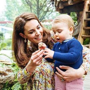 Nel giardino di Kate i tre Baby Royal danno un 20 alla mamma