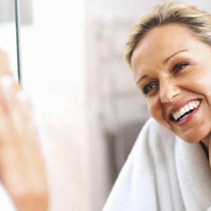Le tre operazioni da fare tutte le mattine davanti allo specchio