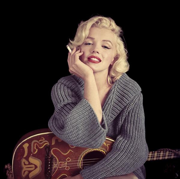 Marilyn-Monroe-Milton-Greene-1953-mandolin