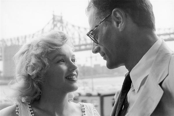 Marilyn-Monroe-et-Arthur-Miler-Exposition-Divine-Marilyn-Photo-Sam-Shaw-