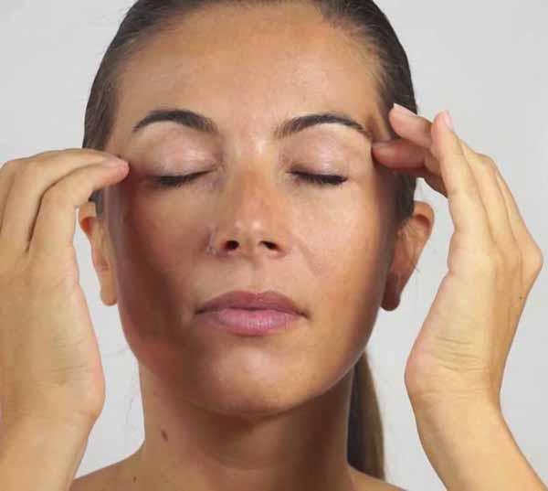 ciglia palpebre massaggio