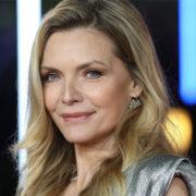 Il coraggio di Michelle Pfeiffer: a 61 anni un selfie senza make-up
