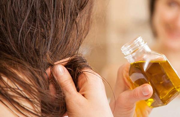 rimedi-naturali-crescere-capelli-olio-oliva-capelli
