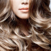 Contro l'incubo della ricrescita quest'estate prova l'Ombrè Hair