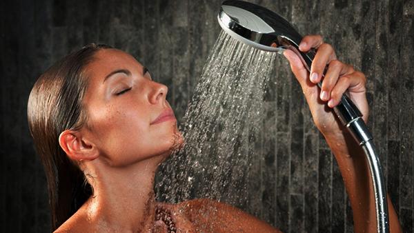 mantenere abbronzatura doccia