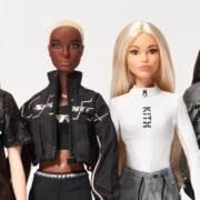 Incredibile: anche la Barbie si è rifatta occhi, zigomi e labbra