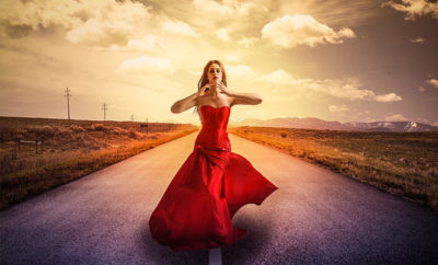 donne che camminano da sole
