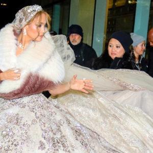 Arrivano da New York le foto di Jennifer Lopez in abito da sposa