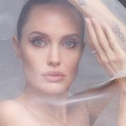 Angelina è una sposa senza veli per cancellare il ricordo di Brad