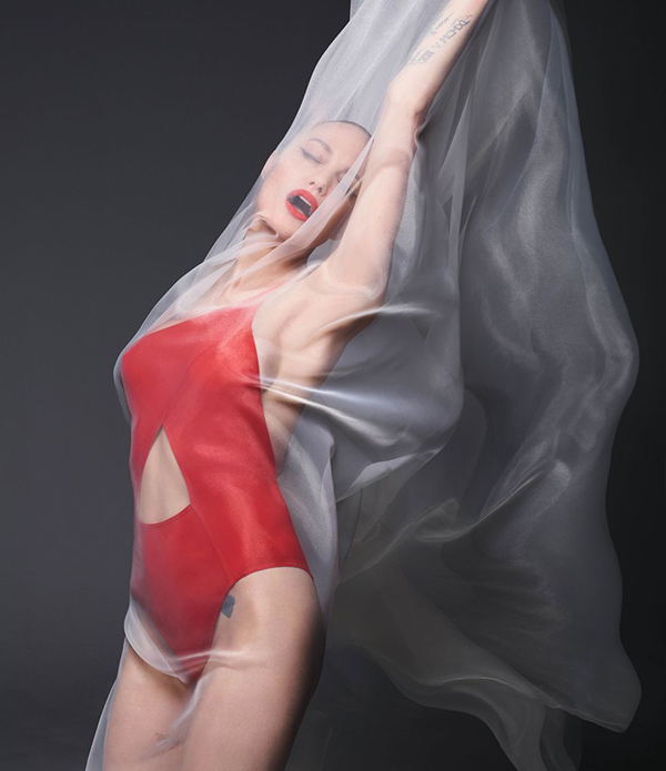 Angelina-Jolie-Harpers-Bazaar 2