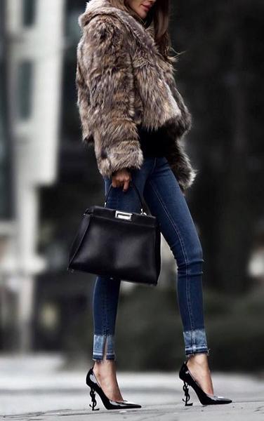 jeans pelliccia e tacco