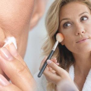 Ecco i trucchi per cancellare i segni della stanchezza dal viso