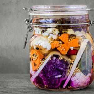Scopri le virtù delle verdure fermentate e preparatele da te