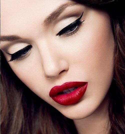 rossetto-rosso-eyeliner